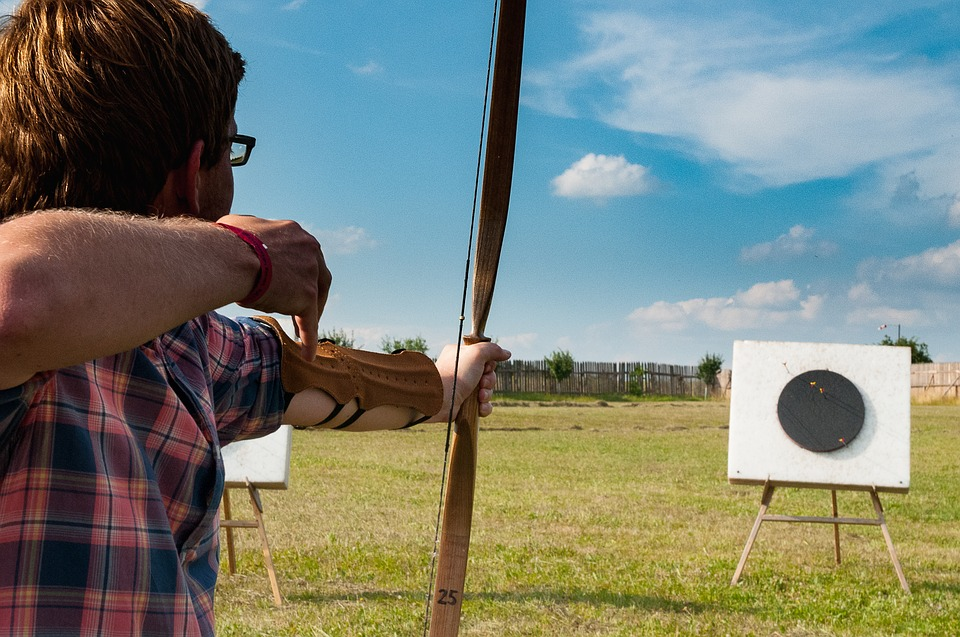 Longbow vs  Recurve Bow: Which One Should You Buy? | Archery